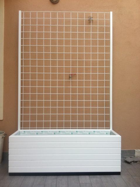 Fioriera con grigliato bianca pannelli termoisolanti for Fioriera rettangolare con spalliera